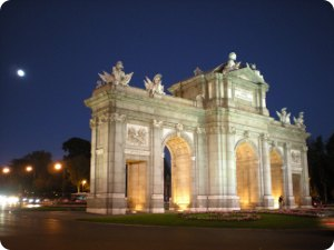 Alcalá Gate by night